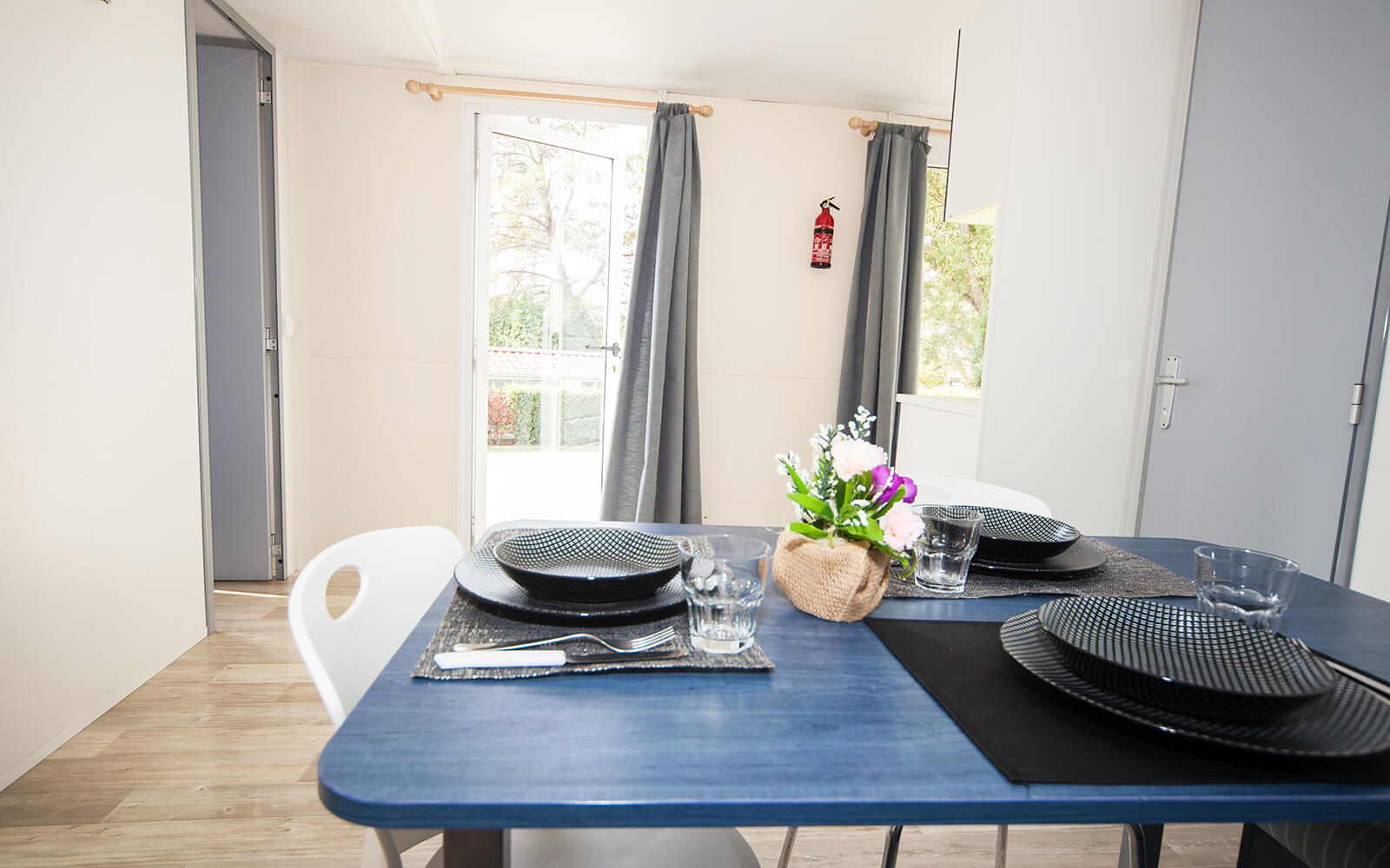 Dining area in Comfort mobile home