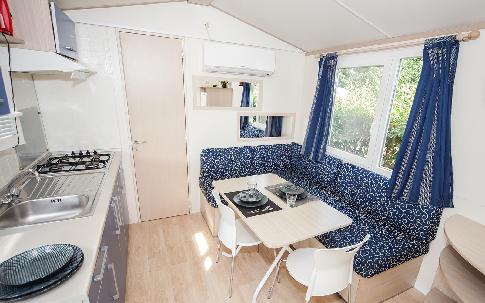 Dining area of Comfort mobile home